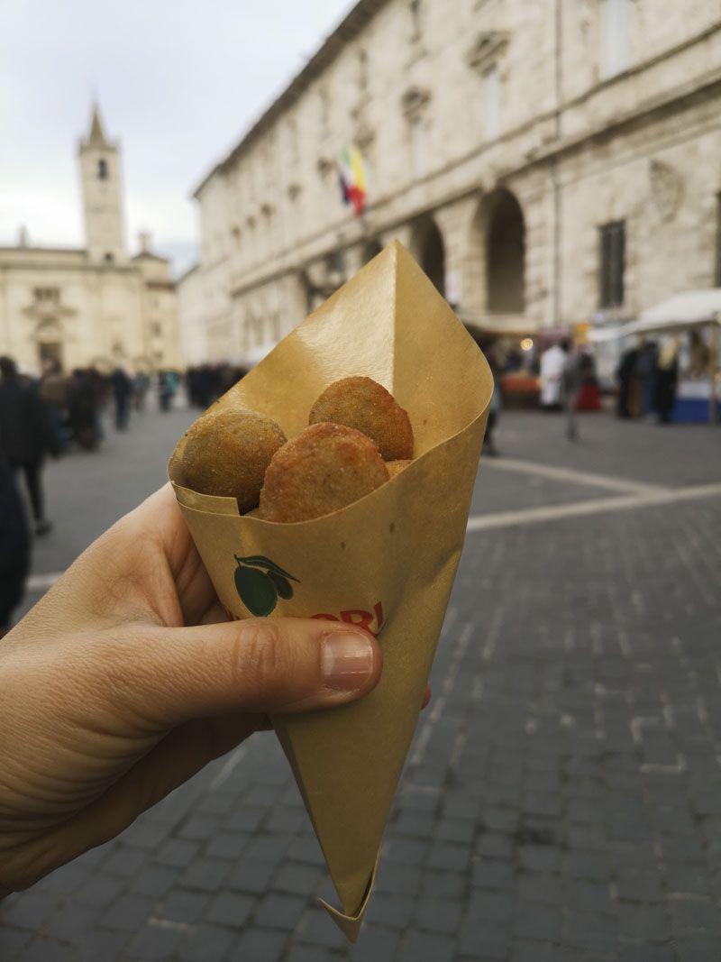 Olive all'ascolana ad Ascoli Piceno- Migliori cartoccio
