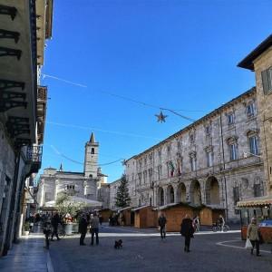 Piazza Arringo Villaggio di Natale ad Ascoli Piceno