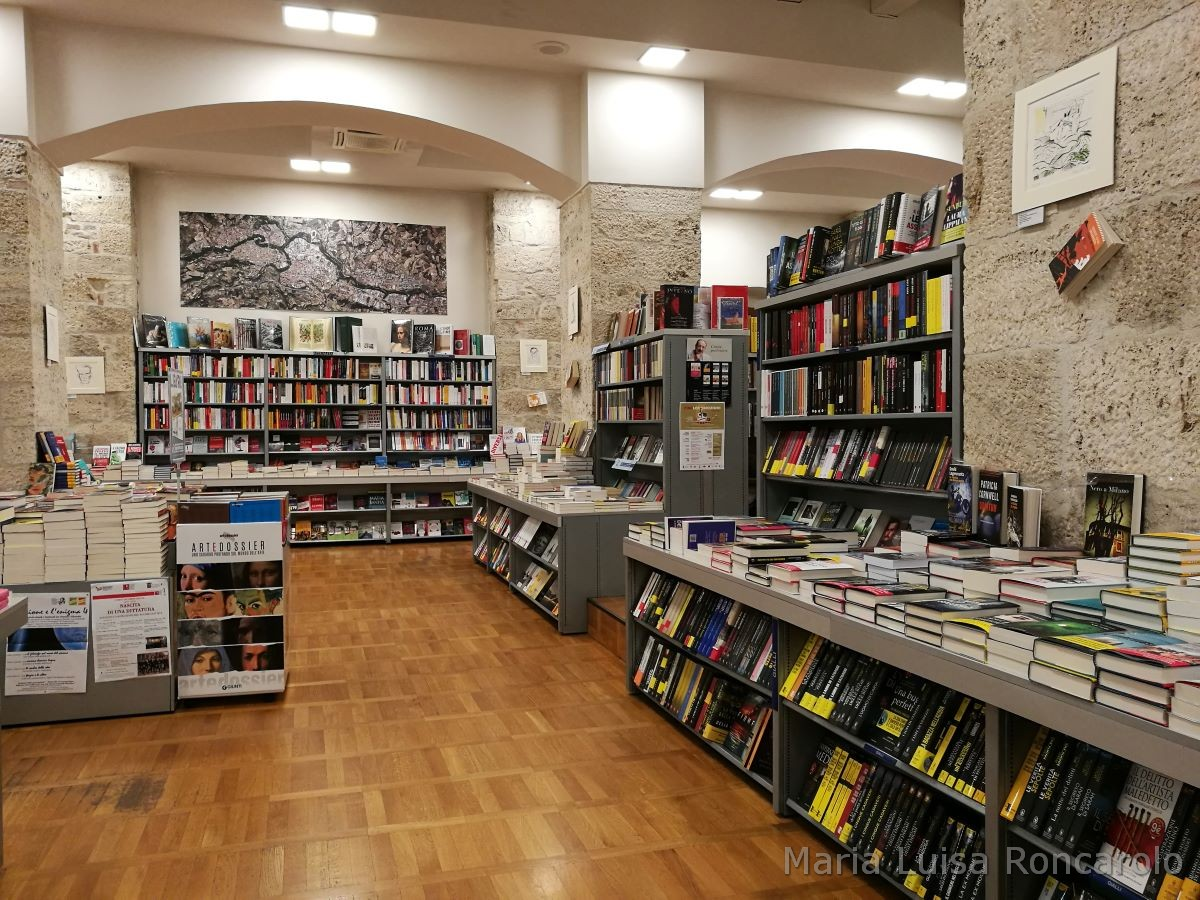 Libreria Rinascita interni