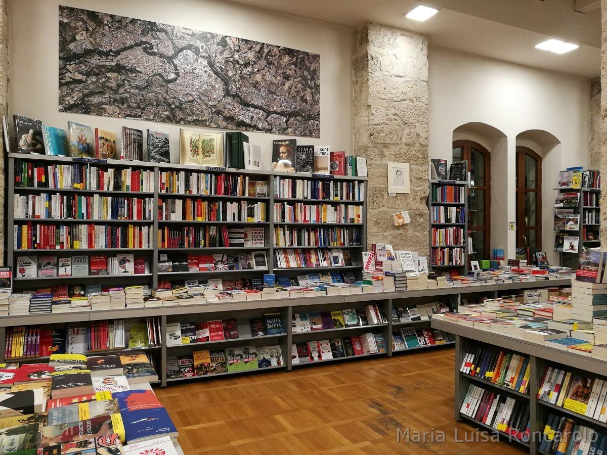 Libreria Rinascita sale