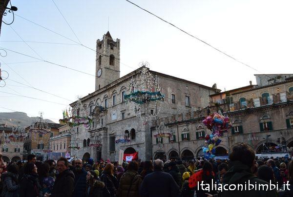 Piazza del Polo al Carnevale di Ascoli Piceno
