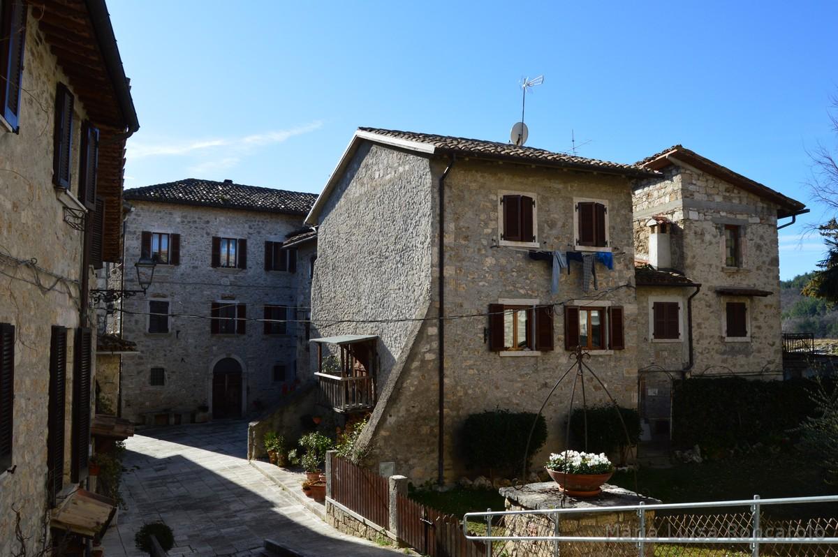 Castel Trosino - case