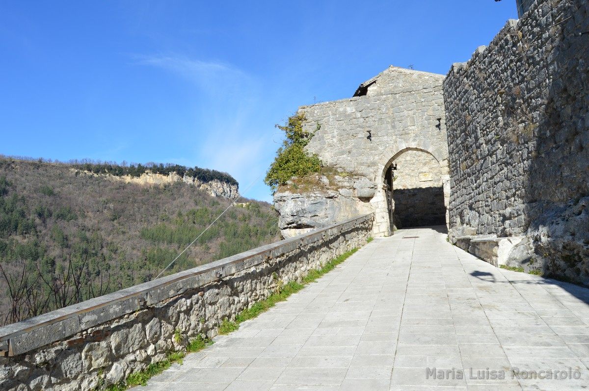 accesso al borgo di Castel Trosino