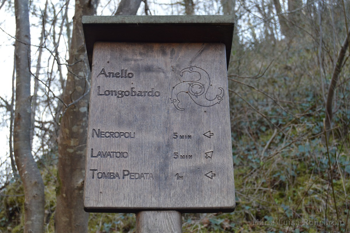 ingresso del sentiero archeologico di Castel Trosino