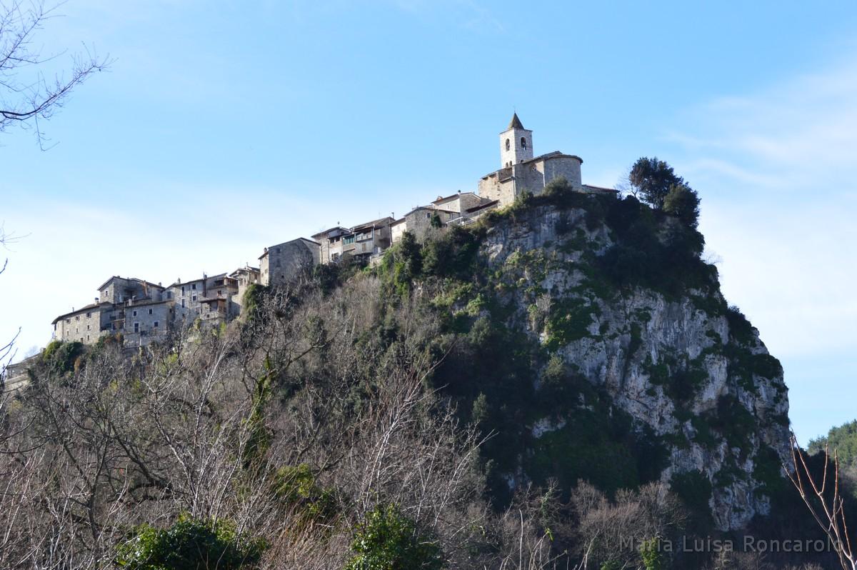 la rupe di Castel Trosino