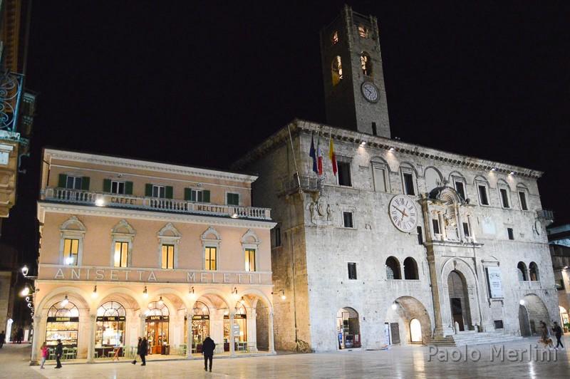 Caffè storico Meletti di Ascoli Piceno - da Piazza del Popolo