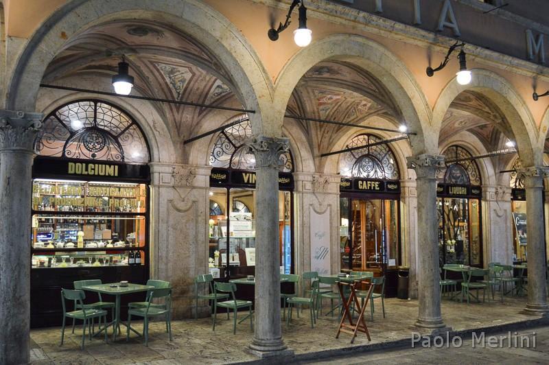Caffè storico Meletti di Ascoli Piceno - tavolini all'aperto
