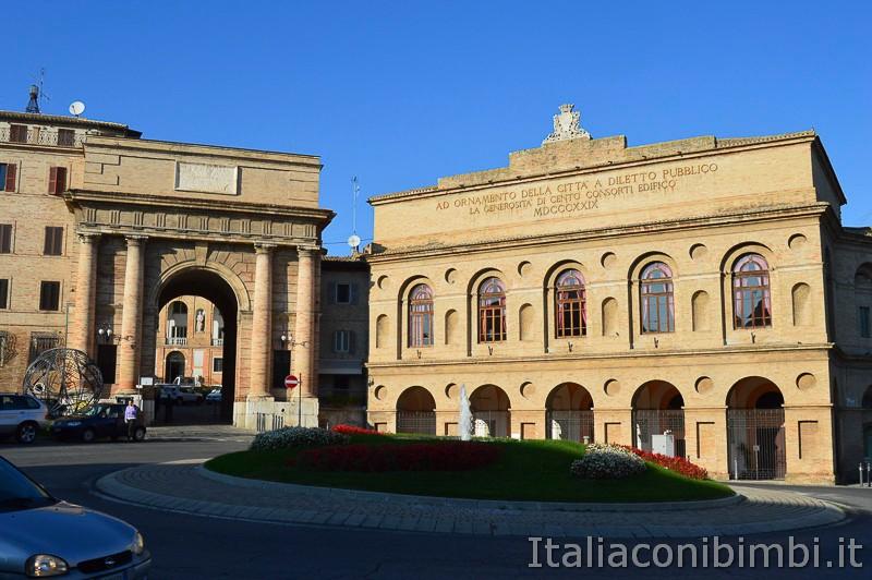 Macerata- Sferisterio e Porta Mercato